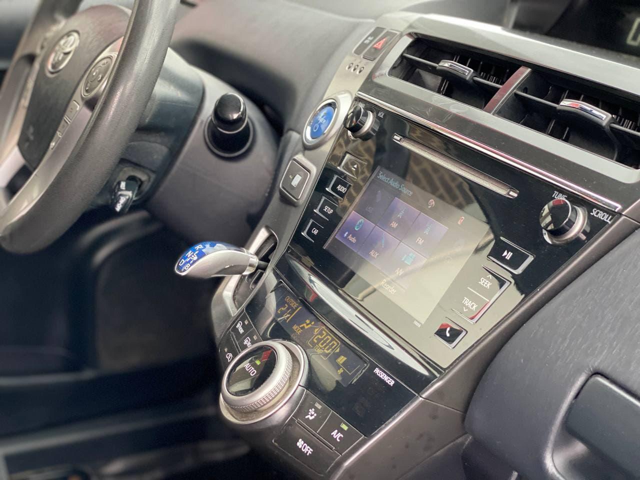 Toyota Prius V Hybrid Рестайлинг 2015 года! Расход бензина по городу 4.8 литра на 100 км! Возмонжна установка ГБО! full